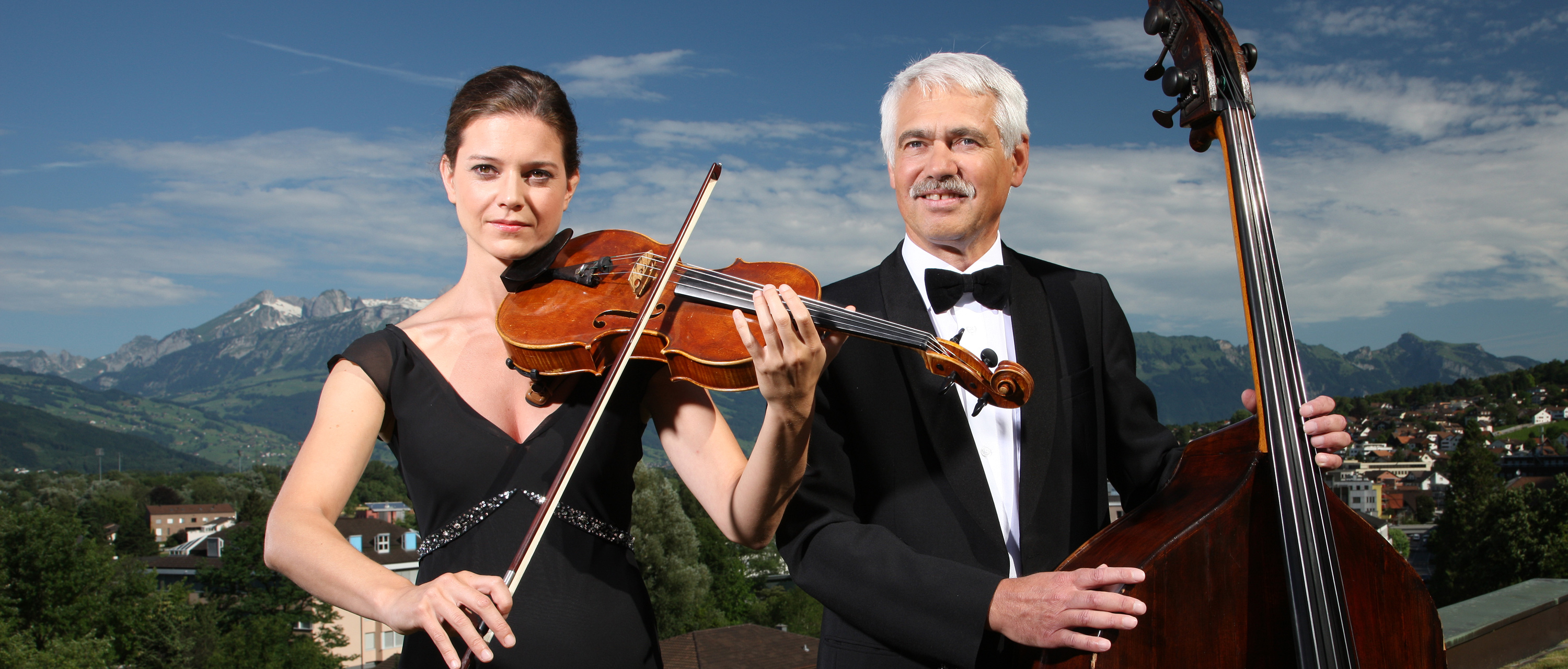 Woman with violin and man with chello